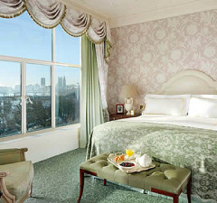 60184-640x360-the_savoy_guest_room_640