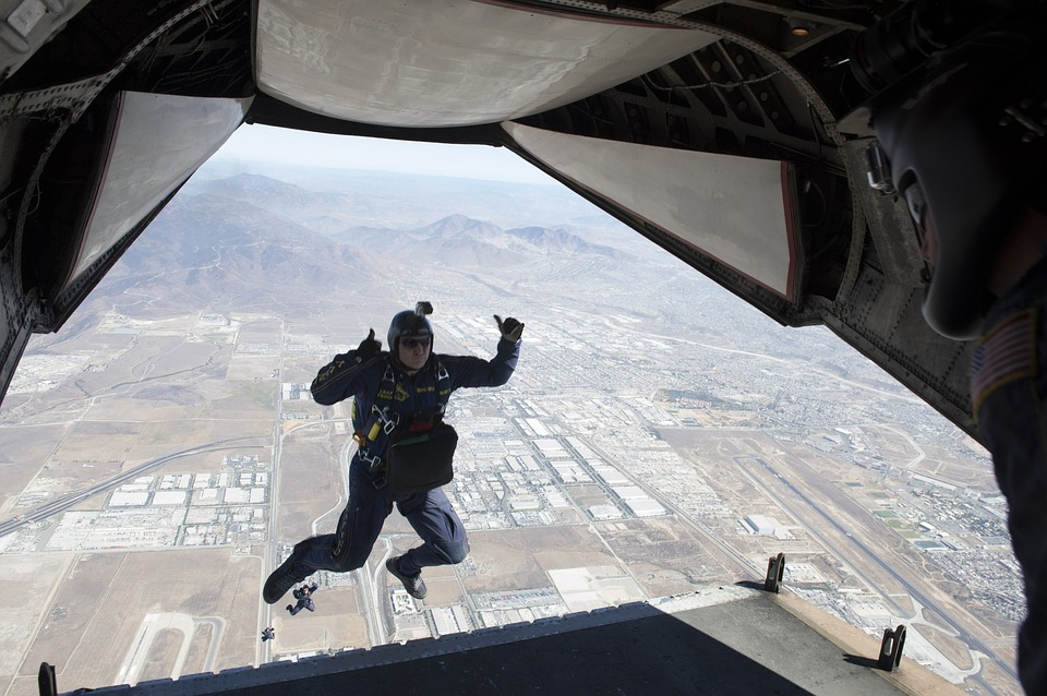 skydiver-1066534_960_720