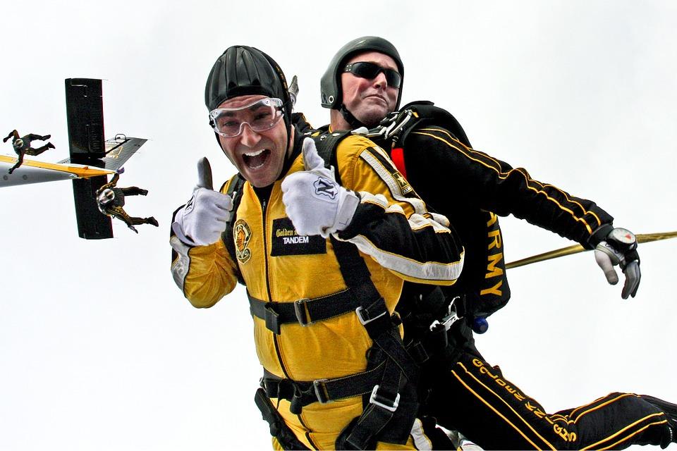 tandem-skydivers-603631_960_720