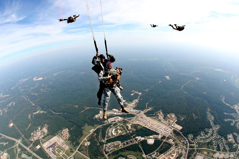 tandem-skydivers-713710_960_720